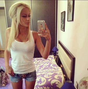 Rosanne from  is looking for adult webcam chat