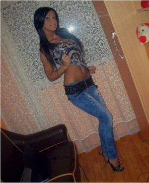Leandra from Providence, Rhode Island is looking for adult webcam chat